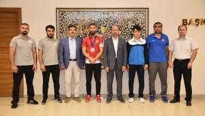 Milli sporculardan Başkan Pekyatırmacıya ziyaret