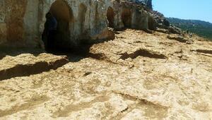 Altınözü Gelinler Dağında kazı çalışmaları sürüyor