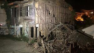 Şilede iki katlı ahşap bina çöktü
