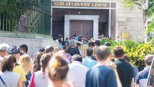 Galatasaray'a girişİstiklal'de istikbal kurası