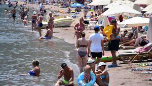 Marmaris'te sıcaktan bunalanlar deniz ve havuzlara koştu