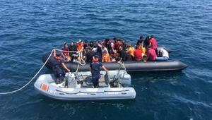 Edirnede, lastik botta 43 kaçak yakalandı