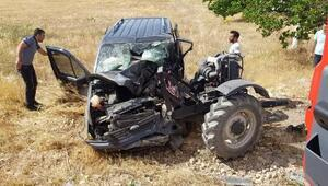 Hafif ticari araç traktörle çarpıştı: 2 ölü, 1 yaralı