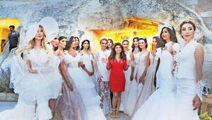Kapadokya'da moda şovu
