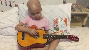 Öykü Arin, doktorlarına şarkı söyledi