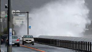 Japonyayı şiddetli yağış vurdu