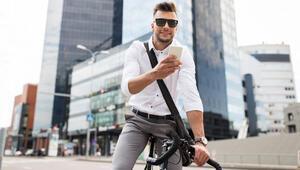 Hollanda'da bisiklet kullananlara cep telefonu yasaklandı