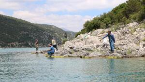 Olta tutkunları, balık tutmak için yarıştı