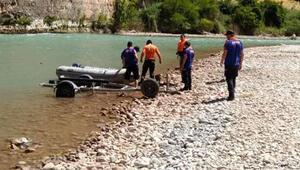 Sular çekilince otomobil ortaya çıktı