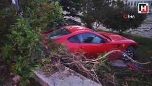 Kontrolden çıkan lüks araç okulun bahçesine uçtu