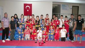 Ünlü ozan adına düzenlenen şampiyonada 21 madalya aldılar