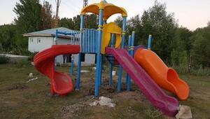 Erciş Belediyesi, oyun parkı olmayan mahalle bırakmayacak