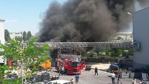 Bilecik'te lastik ve kauçuk fabrikasının deposu yandı