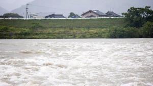 Japonya alarmda Perşembe gününe kadar 1 milyon kişi tahliye edilecek