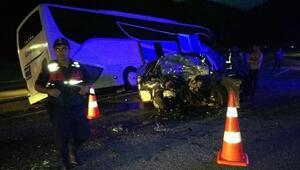 Otomobil ile yolcu otobüsü çarpıştı; uzman çavuş öldü, 8 kişi yaralı