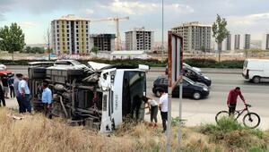 Yoldan çıktı 14 kişi yaralandı