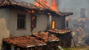 Taşköprüde 6 ev yandı