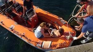 Sahilde kayalıklardan düşerek yaralanan genç, kurtarıldı