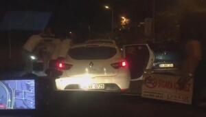 Şişlide trafikte tartıştıkları sürücüye tekme tokat saldırdılar