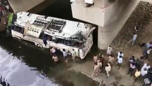 Hindistanda feci otobüs kazası: Çok sayıda ölü var