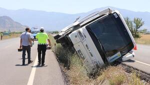 Denizlide, tur otobüsü devrildi: 5 yaralı