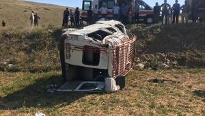 Devrilen minibüste, 1 kişi öldü, 18 kişi yaralandı