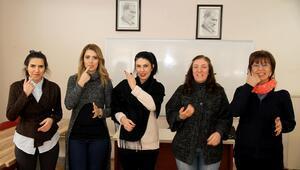 Kursiyerlere işaret dili eğitimi