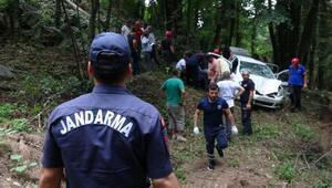 Otomobil uçuruma yuvarlandı: 1 ölü, 4 yaralı