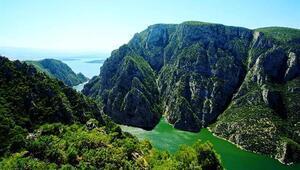 Vezirköprü Şahinkaya Kanyonu Tabiat Parkı güzelliği ile hayran bırakıyor
