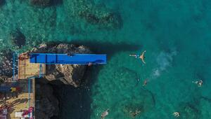 Mavi bayraklı falez plajları tatilcilerin gözdesi