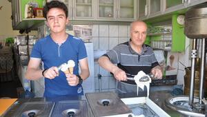 Kütahyada bir dondurmacı üretti, Türkiyenin her yerinden sipariş yağıyor