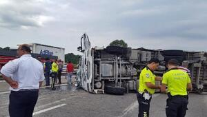 TIR devrildi, sürücü yaralandı