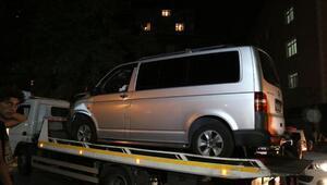 Kağıthanede kalp spazmı geçirdiği iddia edilen sürücü, halk otobüsüne çarptı