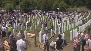 33 Srebrenitsa kurbanı toprağa veriliyor