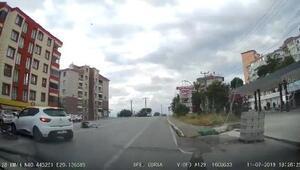 Hatalı U dönüşü yapan otomobile motosiklet çarptı: 1 yaralı