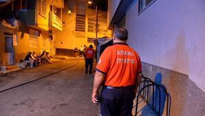 3 katlı binada çıkan yangında 3 kişi dumandan etkilendi