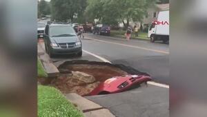ABDde çöken yol, otomobili böyle yuttu