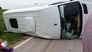 Vizede yan yatan minibüste 3 kişi yaralandı