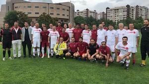 Vekiller ile diplomatlar dostluk maçında karşılaştı