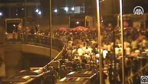 Son dakika... 15 Temmuzun çok çarpıcı görüntüleri Halk sokaklara böyle akın etti