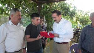 AK Parti İzmir Milletvekili 15 Temmuz gazisini ziyaret etti
