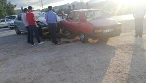 Askeri aracın da karıştığı zincirleme kazada 3ü asker 8 kişi yaralandı