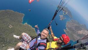 Ters rüzgara kapılan paraşütçü metrelerce yüksekten düşerek öldü
