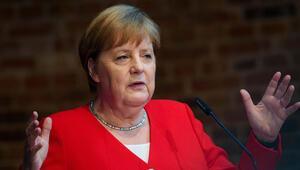 Hitler'e suikast düzenleyenleri kahraman ilan etti