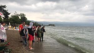 İznik Gölünde tarihi mermer blok bulundu
