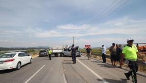 Yol kenarındaki otomobile kamyonet çarptı: 4 yaralı