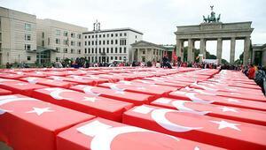 Almanyanın tarihi meydanında dikkat çeken anma