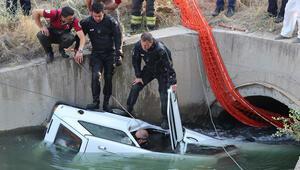 Denizlide otomobil sulama kanalına devrildi: 2 ölü