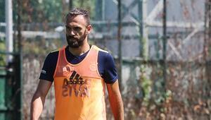 Fenerbahçede yeni sezon hazırlıkları sürüyor Yeni transferler antrenmanda...