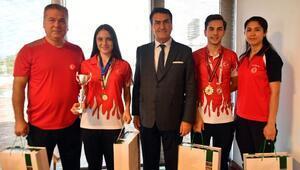 Şampiyon Badmintonculardan Başkan Dündar'a Ziyaret